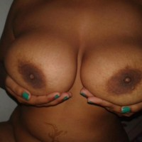 Sexy Nude Indian Bhabhi Posing Big Boobs and Pussy 5.th Sexy indian bhabhi naked clean shaved pussy & big boobs show