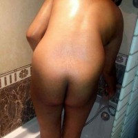 Tamil Bhabhi Naked Bathing Photos 6.th South indian bhabhi having shower showing wet hairy pussy & ass