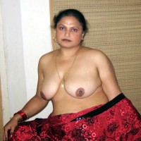 Desi Nude Aunty Showing Big Boobs Pics 1.th Hot bhabhi nude in bed ready for sex exposing big tits photos