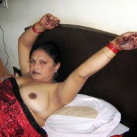 Desi Nude Aunty Showing Big Boobs Pics 2.th Hot bhabhi nude in bed ready for sex exposing big tits photos