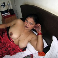 Desi Nude Aunty Showing Big Boobs Pics 4.th Hot bhabhi nude in bed ready for sex exposing big tits photos