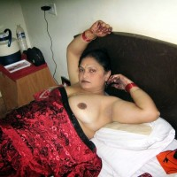 Desi Nude Aunty Showing Big Boobs Pics 8.th Hot bhabhi nude in bed ready for sex exposing big tits photos