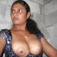 Indian Milf Showing Big Boobs Nipples Pics 1.th Sexy indian milf outdoor exposing huge boobs and nipples
