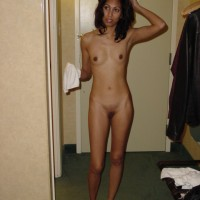 04rFK.th Nude indian girlfriend ready for sex in hotel posing boobs and pussy