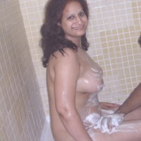 Babloo29.th Hot desi bhabhi and aunty nude boobs and pussy show