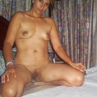 9tpg.th Nude indian wife exposing ass clean shaved pussy and tits