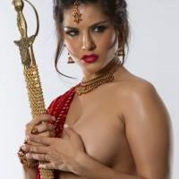 thakuraiennangihogayi4.th Sunny Leone In Half sari Posing Beautiful Boobs and pussy
