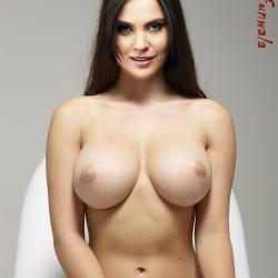 Tequila posing lara dutt nude fake animation gif pic