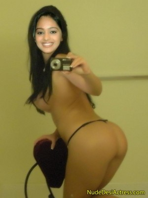 Mugdha-Chaphekar-Nude-Selfie.jpg