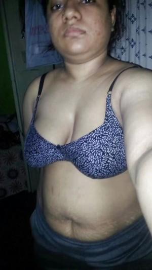 Tharki-Aunty-Ki-Mast-Nange-Selfie-Photos-_002.md.jpg