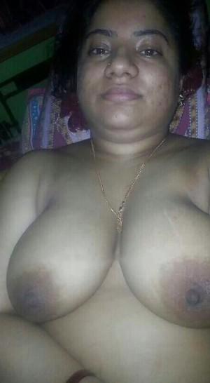 Tharki Aunty Ki Mast Nange Selfie Photos 004