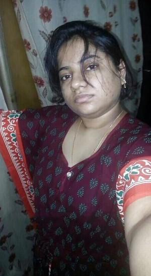 Tharki-Aunty-Ki-Mast-Nange-Selfie-Photos.md.jpg