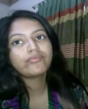 Cute-Desi-College-Girlfriend-Sucking-Bf-Cock-_001.jpg
