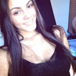 Beautiful-Nri-Nazira-Sexy-Selfies-Leaked-_005