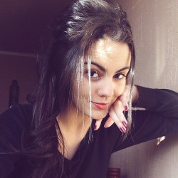 Beautiful-Nri-Nazira-Sexy-Selfies-Leaked