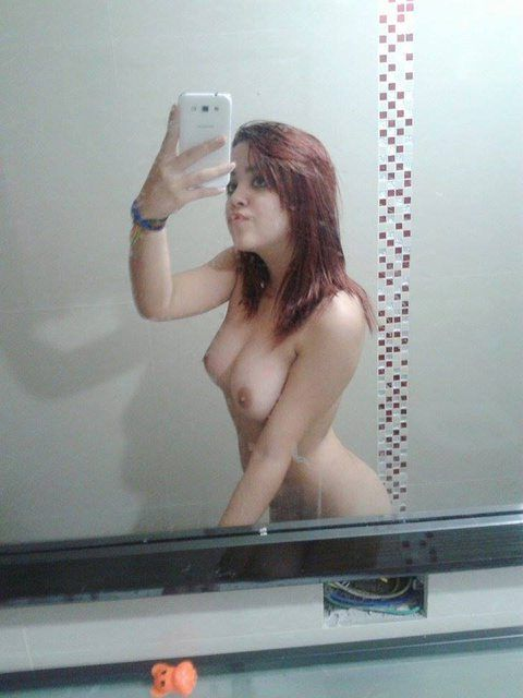 Cute-Pune-Teen-With-Braces-Naked-Ass--Boobs-Selfies-_002.jpg