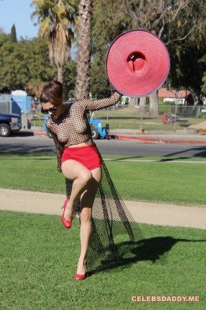 Blanca-Blanco-See-Thru-Boobs-Flashing-In-LA-Park_002.jpg