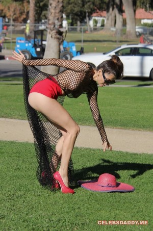 Blanca-Blanco-See-Thru-Boobs-Flashing-In-LA-Park_003.jpg