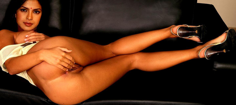 Priyanka chopra bottomless nude