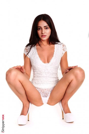 [Image: Ananya-Pandey-nude-fakes-21.md.jpg]