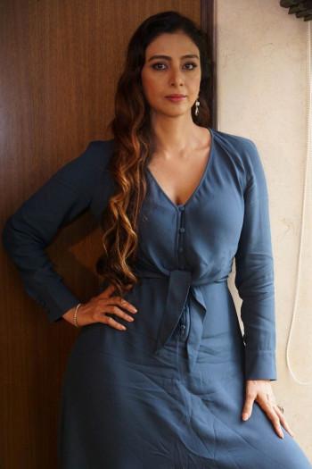 [Image: Actress-Tabu-Latest-hot-photoshoot2B252852529.md.jpg]