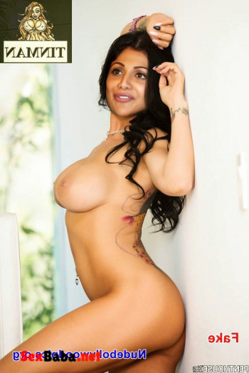 Shilpa-Shetty-shamita-lesbian-8.jpg