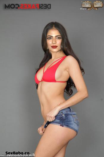 [Image: Malavika-Mohanan-nude-fakes-10.md.jpg]