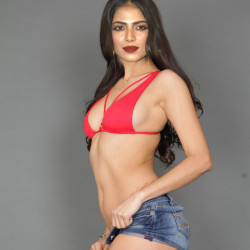 Malavika-Mohanan-nude-fakes-10